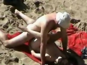 VOYEUR ON THE BEACH 3