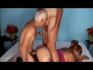 бисексуалов старые с молодыми групповой секс втроем.