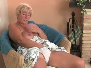 Chubby granny pleasures her cunt with a vibrator