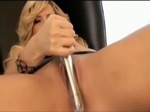 Classy Alexis Texas masturbates