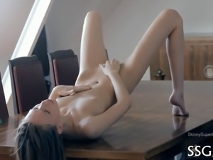 Beauty has a naughty pussy that needs constant pleasuring