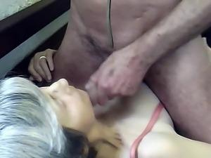 mamie aime la bite et le sperme