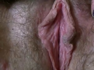 sexy chubby masterbates her meaty hairy pussy,