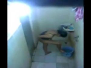 desi girl bath and scream