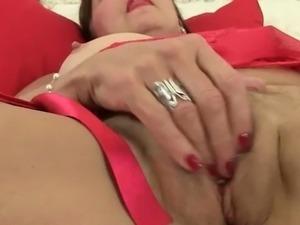British granny Amanda Degas masturbating her pussy