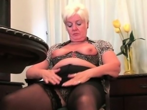 British mom Elaine can\'t control her masturbation addiction