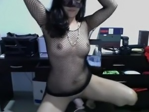 PERUVIAN MASTURBATES CRAZY AS WEB CAM