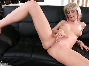 Blonde stunner with needy beaver goes solo