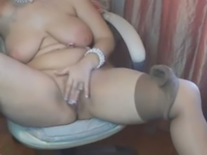 plump mature plays with herself omegle