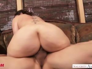 Busty big ass MILF Sara Jay sucks and fucks a big dick - Naughty America