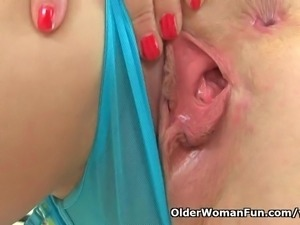 British finest milf Lucy Gresty loves fingering her mature pussy