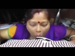 Desi maid deep blowjob to master