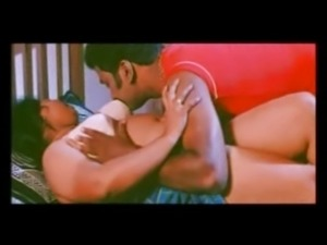 Mallu Aunty Pressed in Bed