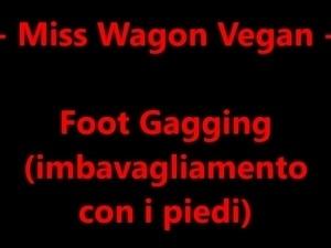 Miss Wagon Vegan - Foot Gagging (imbavagliamento con il pied