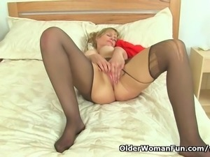 British milf Ila Jane can t resist her pussy
