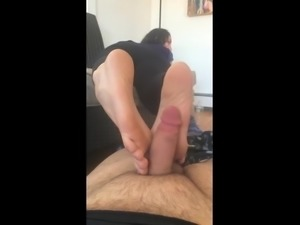 BARE FOOT & Amateur Foot Masturbation