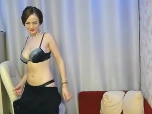 MILF removes little black dress