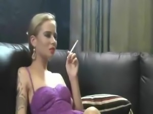 Smoking blonde - 1