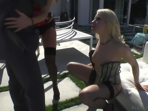 Blonde Anikka Albright and brunette India Summer have a good