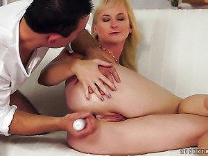 Milf with juicy breasts is too hot to stop playing with herself