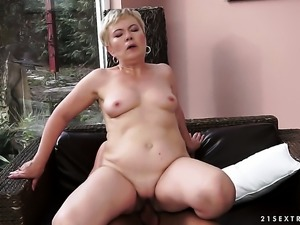 Blonde learns more about hardcore sex