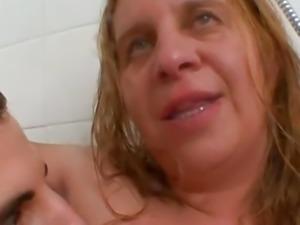AMATEUR BBW GRANNY AND SKINNY MATURE GROUP SEX