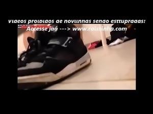 Jovem Casal do RJ Foi Flagrado Dando Uma Trepada Nervosa no Banheiro