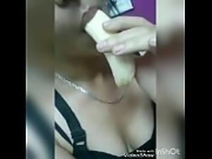 فاتحة الكاميرا لجارها وبتهيجه عشان يجي...