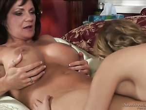 Nicole Ray looks for a chance to get orgasm after pussy licking with Deauxma